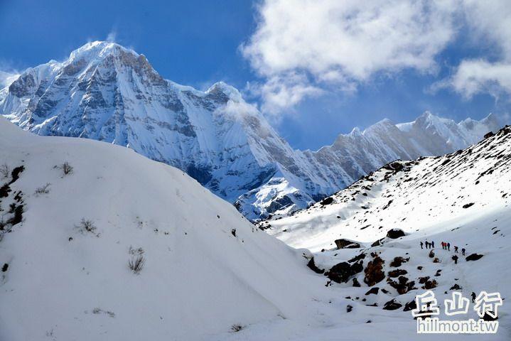 安娜普娜南峰巨大的身影
