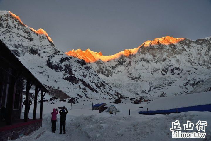 日出安娜普娜主峰 (8091m)